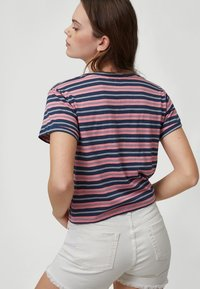 O'Neill - KNOTTED  - Print T-shirt - pink with blue - 1