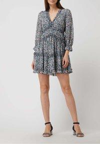 APRICOT - MINI MIT FLORALEM MUSTER - Jersey dress - helltürkis - 0