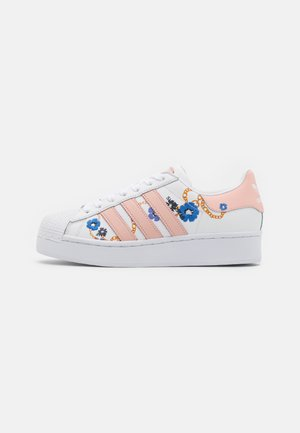 SUPERSTAR SPORTS INSPIRED SHOES - Joggesko - footwear white/vapour pink/yellow