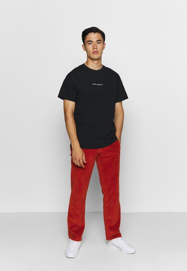 Night Addict NEVER - T-shirt z nadrukiem - black/czarny Odzież Męska RQDT