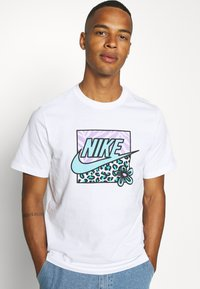 Nike Sportswear - TEE HIGH SUMMER - Print T-shirt - white - 3