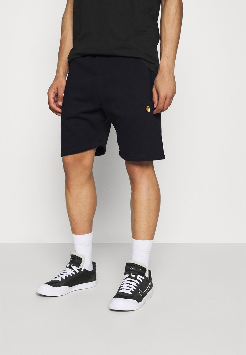 Carhartt WIP - CHASE  - Shorts - dark navy/gold