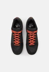 Giro - RUMBLE - Cycling shoes - black/glowing red - 3