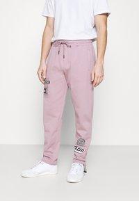 Topman - PRINTED BUNGY  - Pantaloni sportivi - lilac - 0