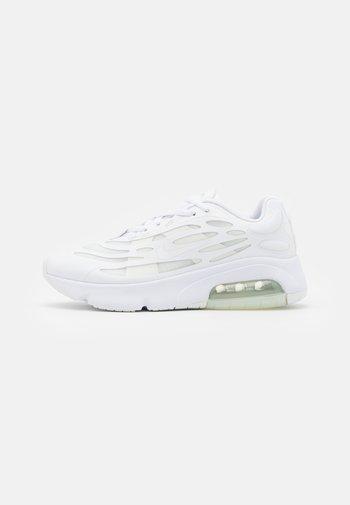 AIR MAX EXOSENSE - Zapatillas - white/summit white