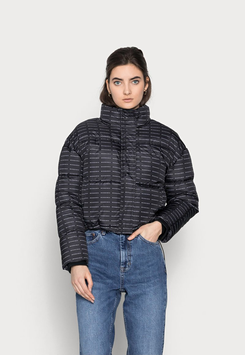Missguided Tall - ALL OVER SMALL BRANDED PUFFER - Winter jacket - black