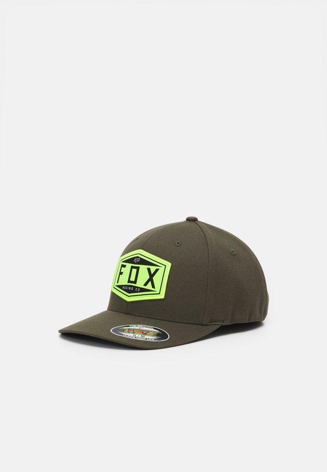 EMBLEM FLEXFIT HAT UNISEX - Pet - olive