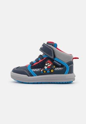 NINTENDO MARIO KART JUNIOR AZACH BOY - Sneaker high - dark blue