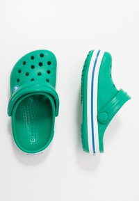 Crocs - CROCBAND - Pool slides - deep green/prep blue - 0