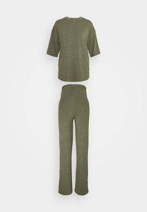 WIDE LEG TROUSER SET - Basic T-shirt - khaki