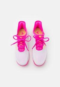 adidas Performance - ADIZERO CLUB UNISEX - Tenisové boty na všechny povrchy - footwear white/acid orange/screaming pink - 3