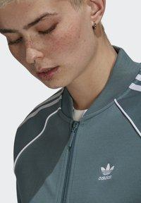 adidas Originals - PRIMEBLUE - Training jacket - green - 4