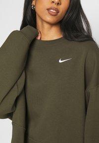 Nike Sportswear - CREW TREND - Sweatshirt - khaki/white - 5