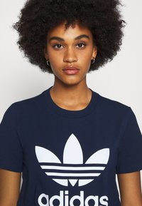 adidas Originals - TREFOIL TEE - T-shirt print - collegiate navy/white - 3