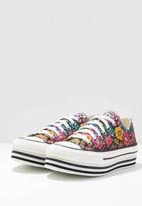 Converse - CHUCK TAYLOR ALL STAR LAYER BOTTOM - Joggesko - black/peony/university red - 4