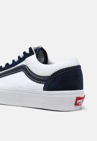 Vans - STYLE 36 UNISEX - Trainers - dress blues/true white - 4