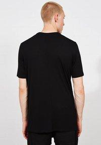 Thom/Krom - Basic T-shirt - schwarz - 1