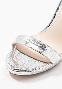 Buffalo - JANNA - Sandály na vysokém podpatku - silver - 2