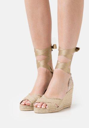 BLUMA - Platform sandals - oro claro