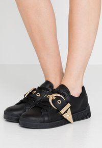 Versace Jeans Couture - Trainers - nero - 0