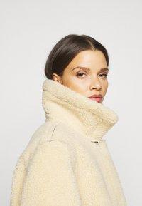 Topshop Petite - BONDED BORG REVERSIBLE SHACKET - Winter coat - black/cream - 7