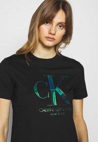 Calvin Klein Jeans - IRIDESCENT STRAIGHT TEE - Triko spotiskem - black - 3