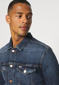 Tommy Jeans - REGULAR TRUCKER JACKET - Denim jacket - denim dark - 3