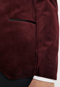 Isaac Dewhirst - FASHION PLAIN JACKET SLIM FIT - Blazer jacket - bordeaux - 3