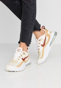 Nike Sportswear - AIR MAX 270 REACT - Baskets basses - team gold/cinnamon/club gold/pale ivory - 0