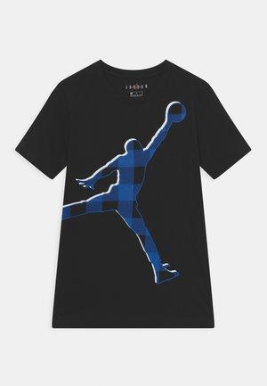 CHECK JUMPMAN TEE - Print T-shirt - black