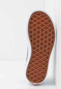 Vans - OLD SKOOL UNISEX - Baskets basses - caribbean sea/true white - 5
