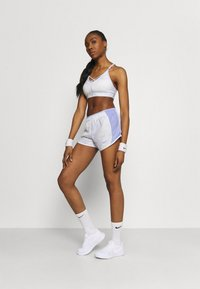 Nike Performance - ICON CLASH 10K SHORT - Short de sport - light thistle/clear - 1