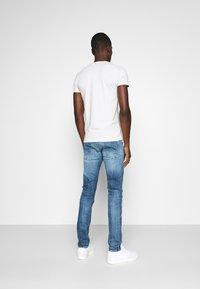 Antony Morato - SUPER SLIM FIT - Basic T-shirt - ice - 2