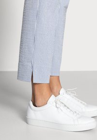 Esqualo - Trousers - blue/white - 4