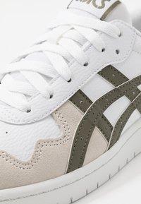ASICS SportStyle - JAPAN UNISEX - Sneakersy niskie - white/mantle green - 5