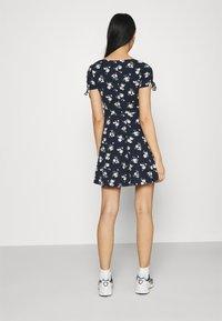 Hollister Co. - DRESS - Vestito di maglina - navy floral - 2