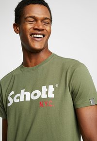 Schott - LOGO 2 PACK - Print T-shirt - khaki/bordeaux - 4