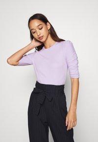 Monki - PIRI - Print T-shirt - lilac - 3