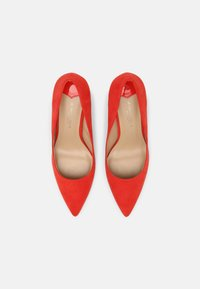 Dorothy Perkins Wide Fit - DASH STILETTO COURT - Tacones - red - 5
