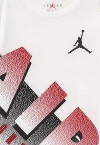 Jordan - AIR MEZZO TEE - T-shirt z nadrukiem - white - 3