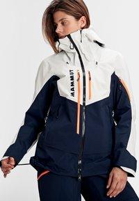 Mammut - Kurtka snowboardowa - marine-bright white - 2