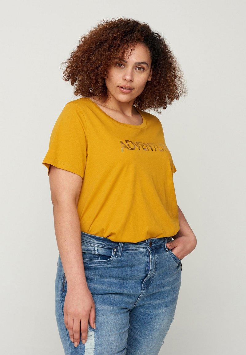 Zizzi - MIT A-LINIE - Print T-shirt - yellow
