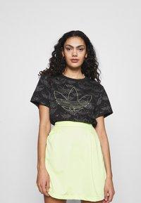 adidas Originals - CROPPED - Print T-shirt - black - 0