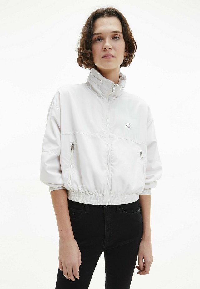 PACKABLE HOOD WINDBREAKER - Summer jacket - white sand