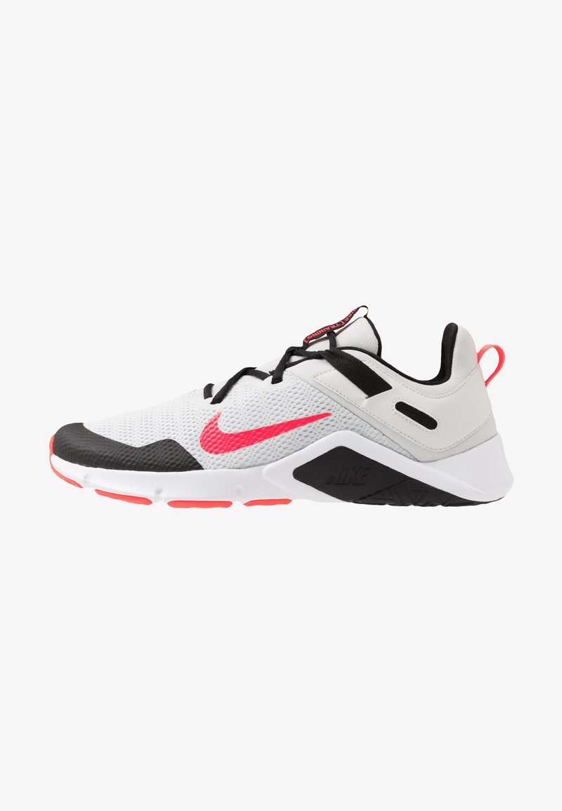 Nike Performance - LEGEND ESSENTIAL - Sportovní boty - photon dust/laser crimson/black/white