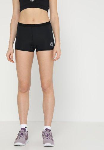 KIERA TECH - Pantalón corto de deporte - black