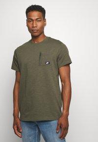Nike Sportswear - Basic T-shirt - khaki - 0
