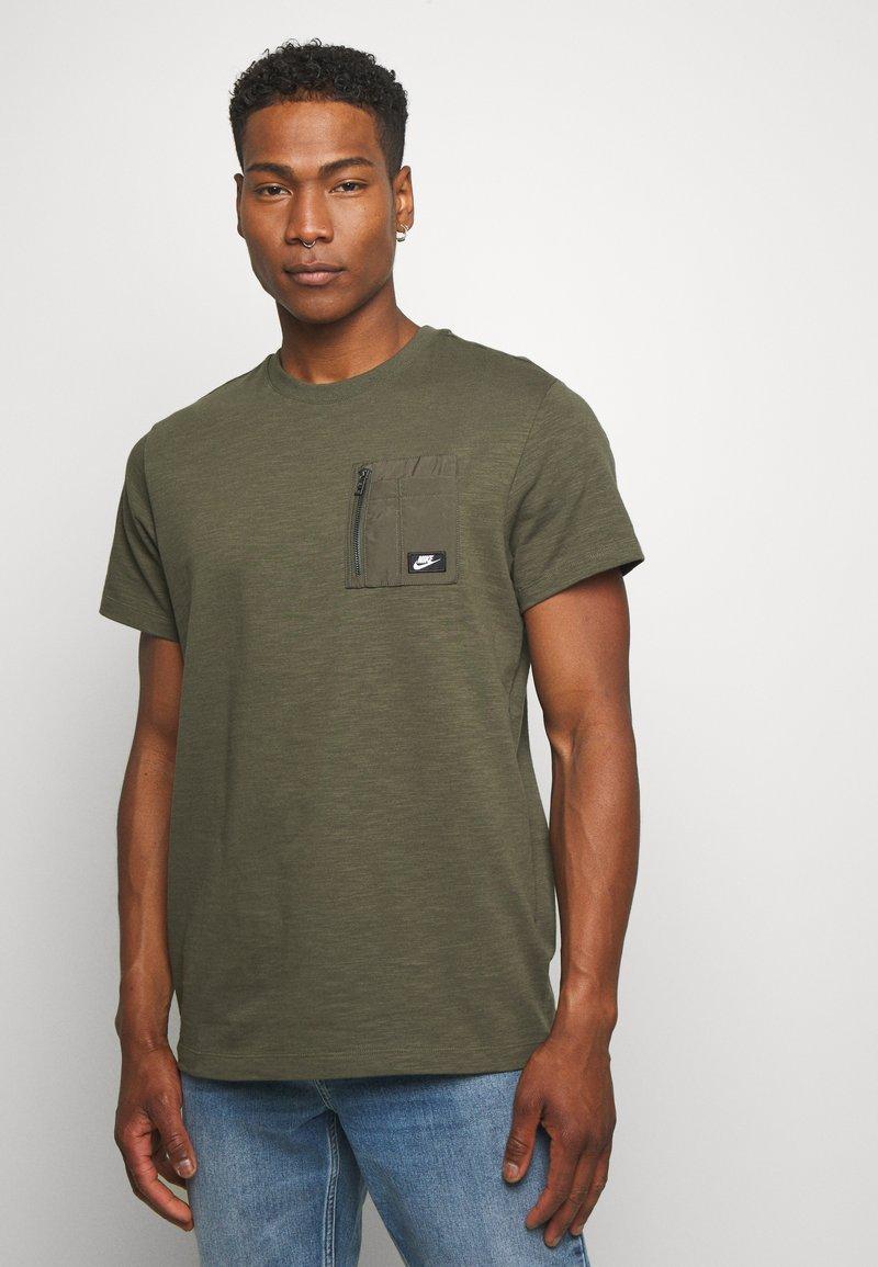 Nike Sportswear - Basic T-shirt - khaki