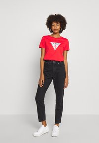 Guess - T-shirt print - necessary red - 1