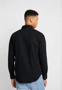 Levi's® - BARSTOW WESTERN STANDARD - Camicia - marble black denim rinse - 2